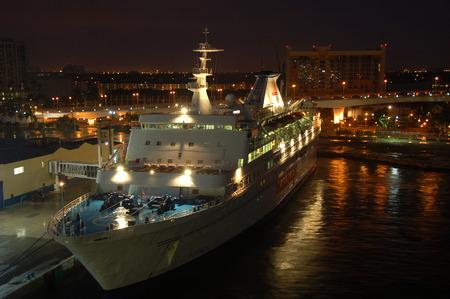 eventually: Fort Lauderdale, Stati Uniti d'America - 16 dicembre 2006: SeaEscape barca casino ormeggiata al porto Everglades. SeaEscape operato una nave casin�, che finalmente � andato in bancarotta