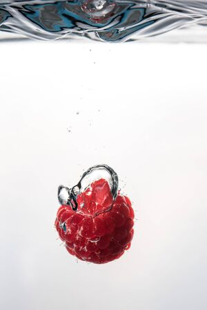 Raspberry falling into a water Reklamní fotografie