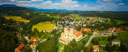 Aerial panoram of Baroque Mariatrost Basilica on top of the Purberg hill in Mariatrost, a district of Graz. Travel destination, famous turist spot 版權商用圖片 - 156691781