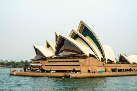 29 dicembre 2019 - Sydney, Australia: Una vista spettacolare della famosa Opera House al porto di Sydney, Australia Archivio Fotografico