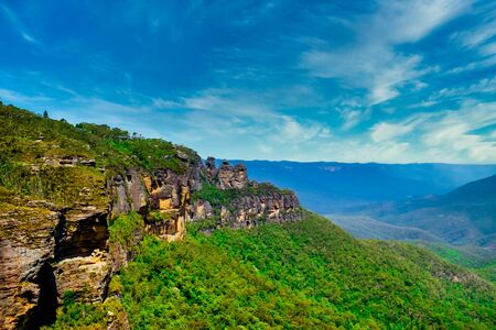 Beautiful panoramic landscape shot of the Three's sister rock cliff from Echo Point at Blue Mountain National Park in New South Wales, Australia Banco de Imagens
