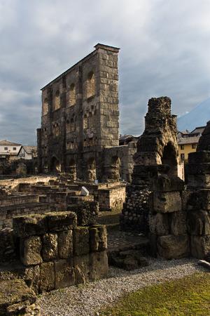 roman amphitheater: Roman amphitheater