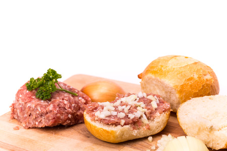 carne macinata: minced meat, german style with onions
