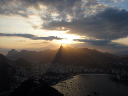 pao: Rio de Janeiro viewed at sunset from Sugar Loaf (Pao de Acu) hill.