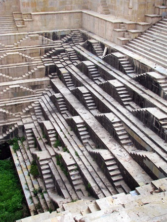 Bundi, India: amazing medieval stepwell of Dabhai Kund, built in 1658 by ruler Chatra Sal, with the characteristic inverted-pyramid shape, with the spectacular carvings on the numerous steps leading down to the water level.