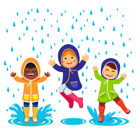 lloviendo: Niños en impermeables y botas de goma que juegan en la lluvia. Niños saltando y chapoteando en los charcos. Estilo Flat ilustración de dibujos animados de vectores aislados sobre fondo blanco. Vectores