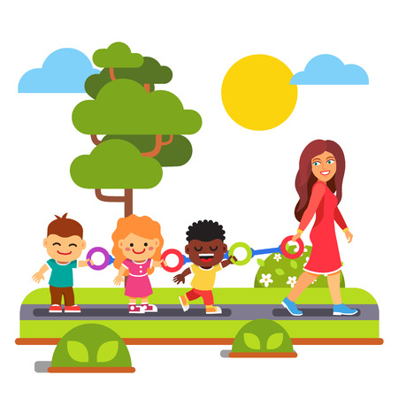 maestra preescolar: Maestra de Kindergarten caminar con los niños al aire libre en una caminata un anillo. Estilo plano ilustración vectorial de dibujos animados aislado en el fondo blanco. Vectores