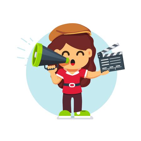 Chica del director de película en el sombrero de pie con los directores con altavoz y claqueta. Estilo plano ilustración vectorial de dibujos animados aislado en el fondo blanco.
