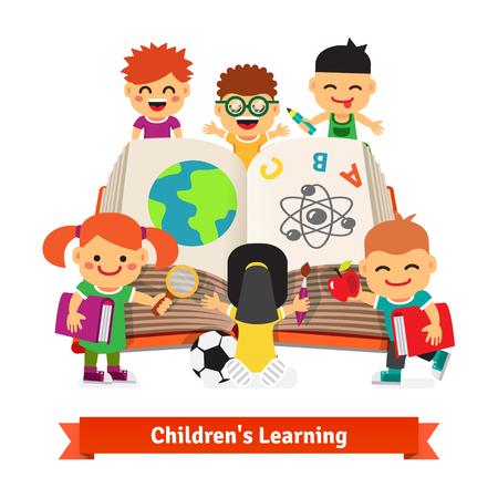 kinder: Niños aprendiendo juntos de un libro de la enciclopedia grande. Niños concepto de educación. Ilustración vectorial de estilo Flat. Vectores