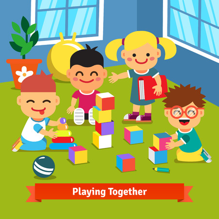socializando: Niños jugando con ladrillos y juguetes juntos en la sala de jardín de infancia. ilustración de dibujos animados vector de estilo plano.