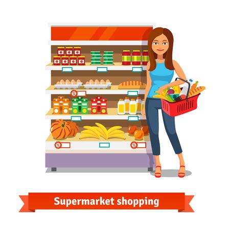 store: Giovane donna sorridente in piedi vicino scaffali dei supermercati con generi alimentari di cibo. Piatto illustrazione vettoriale isolato su sfondo bianco.