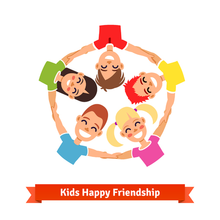 manos entrelazadas: Grupo de ni�os que llevan a cabo las manos en c�rculo. amistad feliz y el trabajo en equipo ilustraci�n. estilo del icono del vector plana. Vectores