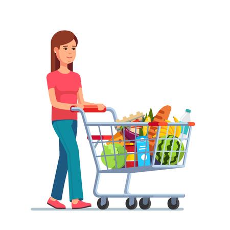 Jonge vrouw duwen supermarkt winkelwagentje vol met boodschappen. Vlakke stijl vector illustratie geïsoleerd op een witte achtergrond.