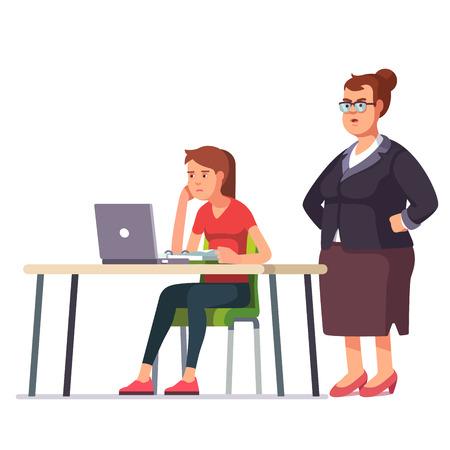 director de escuela: Mujer jefe de grasa que mira sobre un hombro sobre un empleado cansado, con sueño y agotado que trabaja en un ordenador portátil sentado en el escritorio de oficina. color de estilo plano ilustración vectorial moderna.