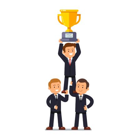 Equipo de hombre de negocios de pie apoyando su líder de negocios en sus hombros fuertes que sostienen ganador de la copa de oro. Concepto de liderazgo y trabajo en equipo logro. ilustración vectorial de estilo plano. Ilustración de vector