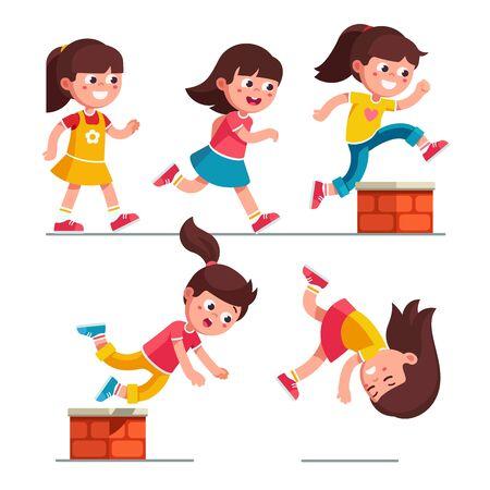 Niño niña sonriente caminando, corriendo, saltando, tropezando con un pequeño obstáculo de ladrillo y cayendo. Conjunto de personajes de dibujos animados infantiles. Viaje infantil por peligro. Ilustración de vector plano aislado en blanco