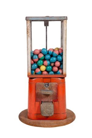 juguetes antiguos: Antiguo dispensador con huevos de colores en el interior sobre fondo blanco
