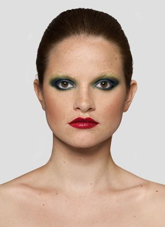 makeups: This is a series of frontal shots with various makeups as well as building up the looks.