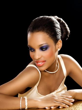 dark skin: Bella sposa con la pelle scura.