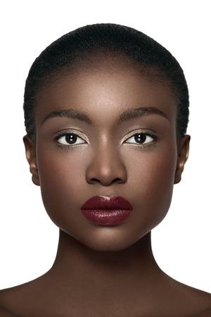 Direct vooraanzicht van een Afro-Amerikaanse model.