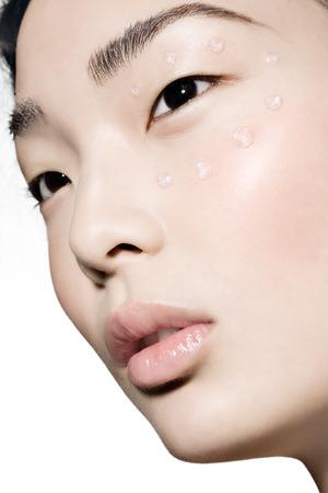 autocuidado: Concepto de cuidado de la belleza con el modelo asiático. Foto de archivo