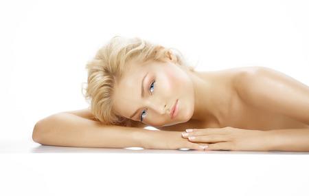 piheno: Caicasian szőke modell pihenő.