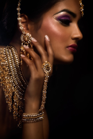 素敵なインドのメイクと女性。 写真素材