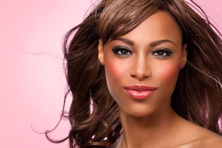 Beauty visual with ethnic model in pink tones. Banco de Imagens