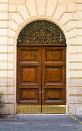 fasade: Large heavy wooden traditional door in Rome.