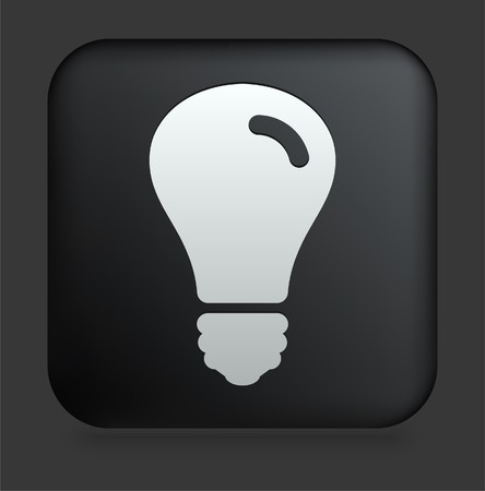 focos de luz: Icono de la bombilla de la luz en el botón de Internet Plaza negro Ilustración original