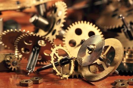 reloj de pendulo: Algunos engranajes de bronce y un péndulo de horas de vida