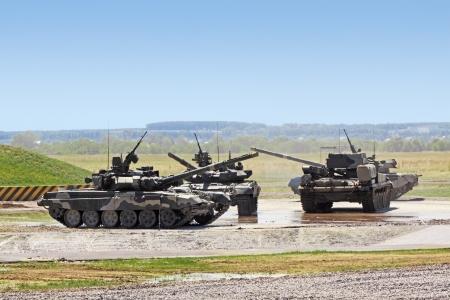 tanque de guerra: Algunos tanques pesados ??en el campo