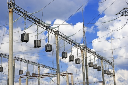 electrify: Trap-lining  high-frequency stopper  on the high-voltage transmission line