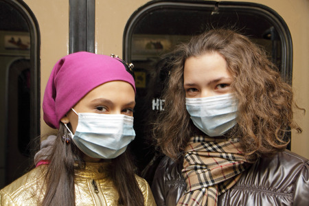 aegis: MOSCOW - NOVEMBER 7  People in the Moscow underground put on masks to protect themselves from a virus H5N1 on November 7, 2009 in Moscow, Russia
