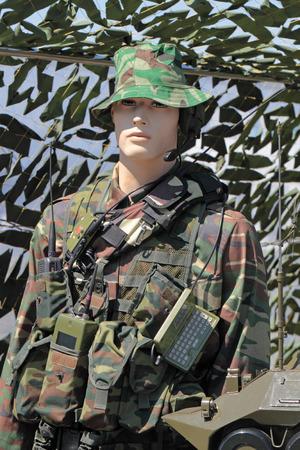 武器と軍事技術のジュコーフ スキー, ロシア連邦 - 7 月 1日: IV 国際交流サロン。2010 年 7 月 1 日にジュコーフ スキーで工学技術国際フォーラム。ダミーの現代の軍服。