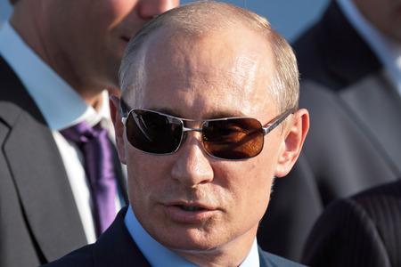 모스크바, 러시아 - 8 월 17 일 : 블라디미르 푸틴, 국제 항공에서 러시아 총리 우주 살롱 MAKS. 주콥 스키, 러시아 8월, 17 일