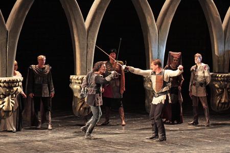 MOSCOU, RUSSIE - 30 à Hamlet de William Shakespeare réalisé par les acteurs du Théâtre Académique Central de l'Armée russe le 30 mai 2010 à Théâtre Académique Central de l'Armée russe à Moscou Éditoriale