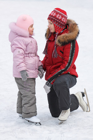 sissy: Mum trains the five years daughter to skate
