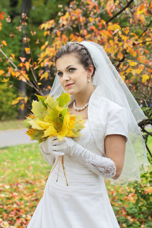 marriageable: Portrait of the bride on a background of autumn leaves