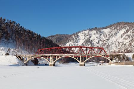 ロシア、シベリア、冬バイカル、古い橋環太平洋バイカルの鉄道のビュー