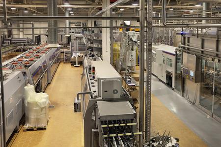 cinta transportadora: La industria de la alimentaci�n, la planta de cerveza y bebidas no alcoh�licas, el embotellado de agua potable.
