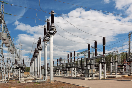 Electric power substation, high-voltage support, conductors and insulators