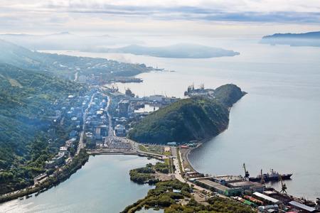 far east: Extremo Oriente, Rusia, Avacha Bay, la ciudad de Petropavlovsk-Kamchatsky, vista desde arriba Foto de archivo