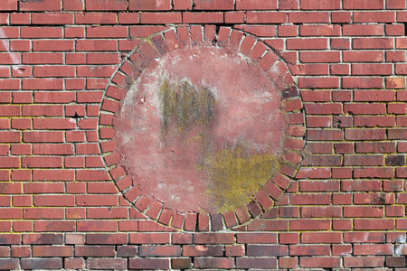 rounder: Wall of red bricks with a circular alcove in the middle