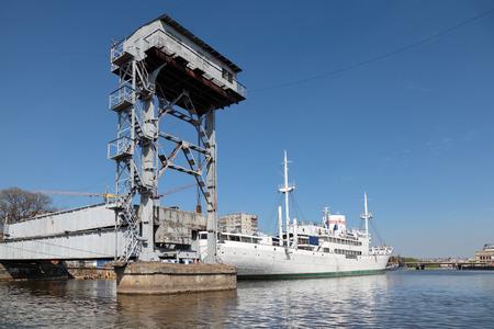 bridged: Kaliningrad, Russia, old mechanical lifting bridge on the river Pregolya built in 1923 Stock Photo