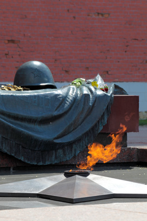 tomb of the unknown soldier: Tomb of the Unknown Soldier with burning flame in Alexander Garden (Moscow)
