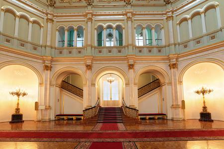 러시아, 모스크바, 그랜드 크렘린 궁 - 1,837에서 1,849 사이 지어진 역사적인 오래 된 건물, 러시아의 대통령의 현재의 의식 거주. 작은 Georgievsky 홀