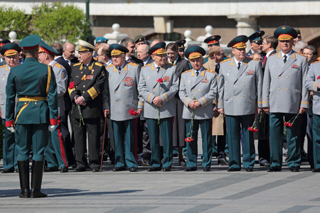 generals: MOSCOW, RUSSIA — MAY 8, 2014: The generals and Russian policy in the ceremony of laying flowers to the Tomb of the Unknown Soldier in Alexander garden. Festive events dedicated to the 69th Anniversary of Victory Day (WWII) Editorial