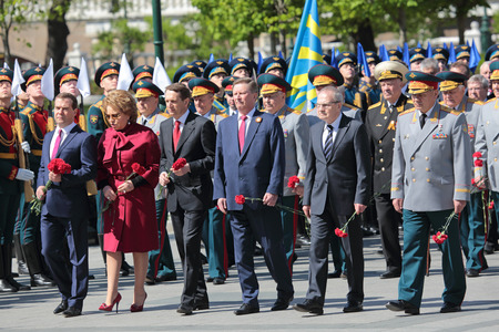 tomb of the unknown soldier: MOSCOW, RUSSIA - MAY 8, 2014: Сeremony of laying flowers to the Tomb of the Unknown Soldier political figures of the Russian Federation. Festive events dedicated to the 69th Anniversary of Victory Day (WWII)