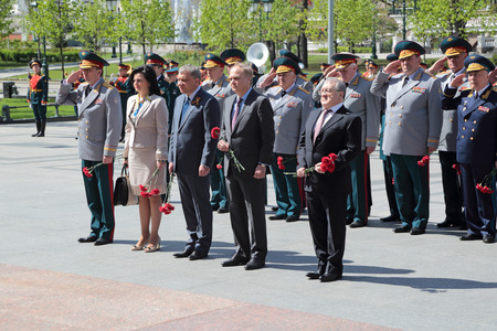 minister of war: MOSCOW, RUSSIA - MAY 8, 2014: The leadership of the Ministry of defense of the Russian Federation the ceremony of laying flowers to the Tomb of the Unknown Soldier. Festive events dedicated to the 69th Anniversary of Victory Day (WWII)